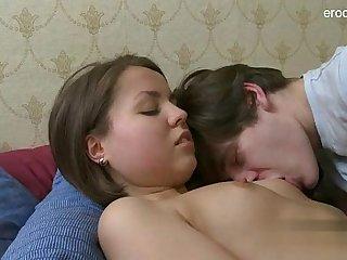 18 yearsold girlfriend penis sucking