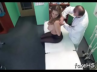Hot doctor likes making out