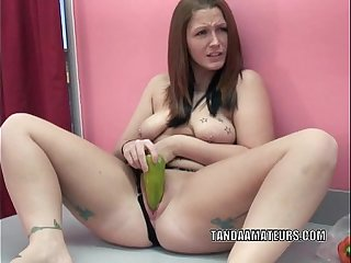 Curvy redhead Zoie Starr is masturbating with peppers