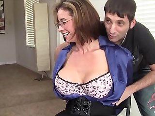 MILF Eva Notty flirtet mit dem Vermieter - MORE MILF on hotmilfsxxx.net